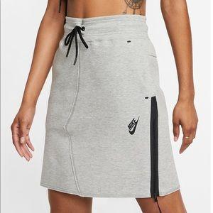 ✔️ NWT✔️ NIKE Sportswear Tech Fleece skirt